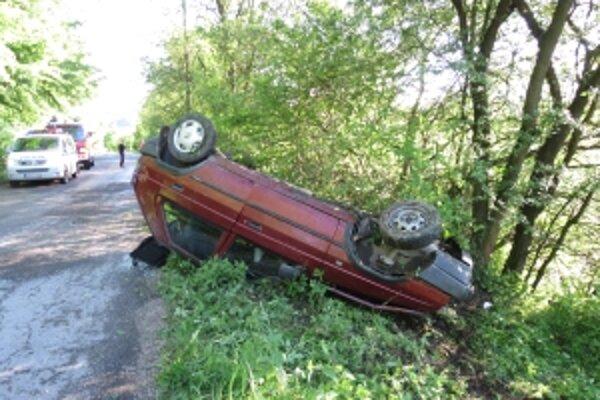 Majiteľ tohto auta určite netušil, že jeho jazda skončí takto.