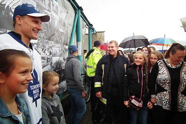 Oravčanov prišiel pozdraviť hokejista Richard Pánik.