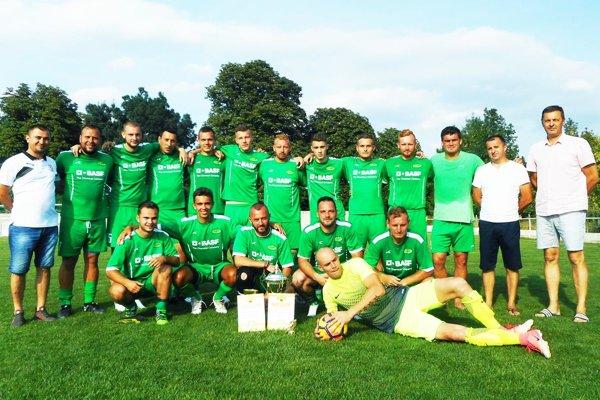 Futbalisti Čechyniec vyhrali turnaj vo Veľkom Kýri.