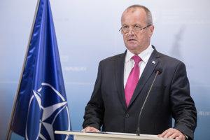 Minister obrany SR Peter Gajdoš počas tlačovej konferencie na tému: Podnet na Generálnu prokuratúru vo veci prešetrenia organizácie Slovenskí branci.