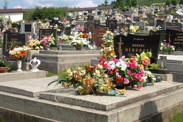 Veľa ľudí verí, že na cintoríne skončí len telesná schránka, duša ostáva zachovaná.