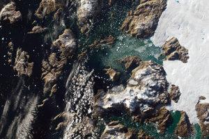 Satelitný záber oblasti v okolí grónskej dedinky Innaarsuit.