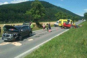 Po nedávnej nehode medzi Krasňanmi a Strážou ošetrovali šiestich zranených.