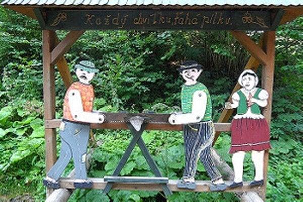 Obľúbené vyrezávané postavičky v lokalite pod Zeleným.