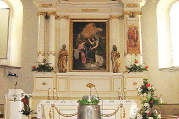 Súčasný vzhľad starodávneho oltára zmenia reštaurátori.