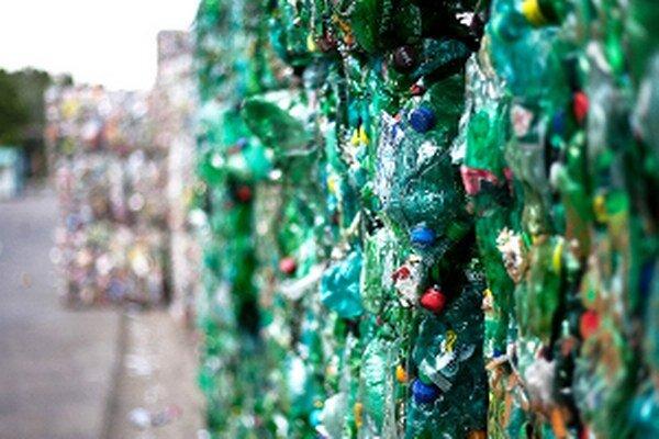Iný prístup obyvateľov k triedeniu plastov by mohol viesť k zníženiu poplatku za odpad.