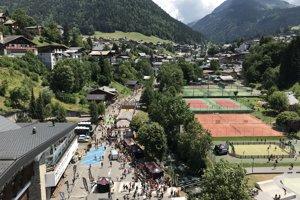 Pohľad na sparťanskú Festival arénu z vysutého mosta, pod ktorým sa rozprestierala.