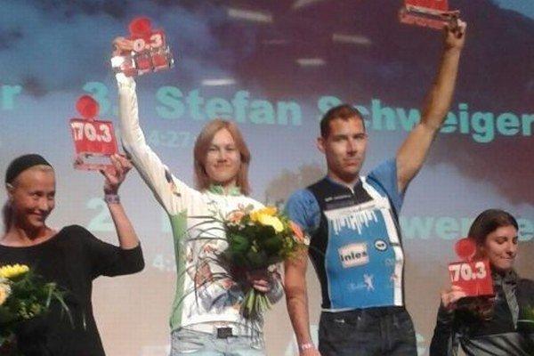 Zuzana Vojteková (druhá zľava) si víťazstvom zaistila nomináciu na majstrovstvá sveta 2015.