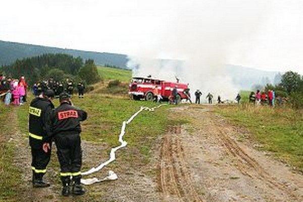Cvičenia sa zúčastnili hasiči zo širokého okolia.