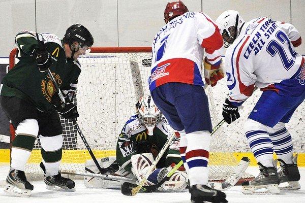 Český výber (v bielych dresoch) rozhodol o víťazstve v posledných minútach.