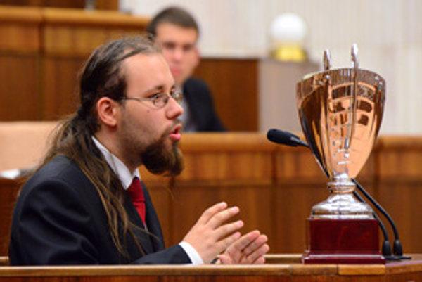 Dolnokubínčan Matej Kohár počas reči v Národnej rade.