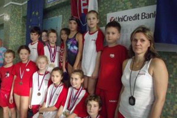 Úspešní mladí plavci Pov. Bystrice.