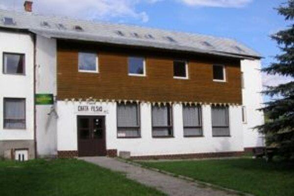 Chatu Pilsko vlastní obec Oravské Veselé.