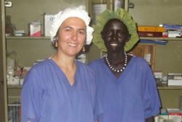 Katarínu Barnašovú práca v Afrike napĺňa.