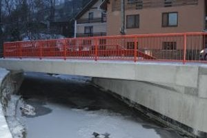 Most je bezpečnejší pre vodičov aj chodcov.