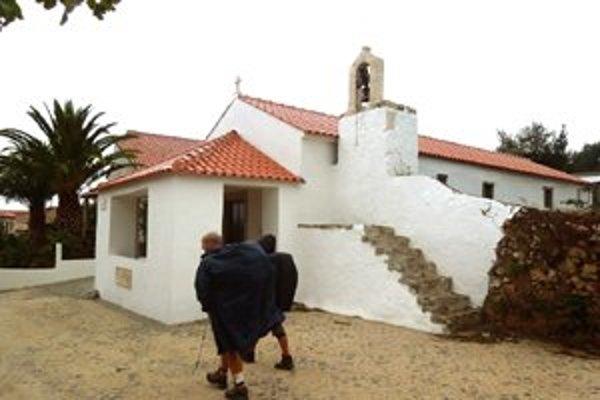 Na trase počas prechodu bolo vídať v dedinkách maličké kostolíky s jedným zvonom.