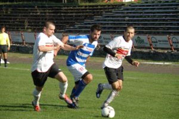 Šimček z Ravenu (v strede) dal proti Galante vyrovnávajúci gól.