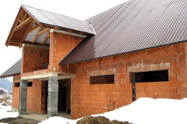 Hrubú stavbu začne obec na jar dorábať.