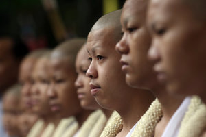 Členovia futbalového tímu, ktorí uviazli v zaplavenej jaskyni, sa už skôr zúčastnili budhistickej ceremónie, stali sa z nich budhistickí novici.