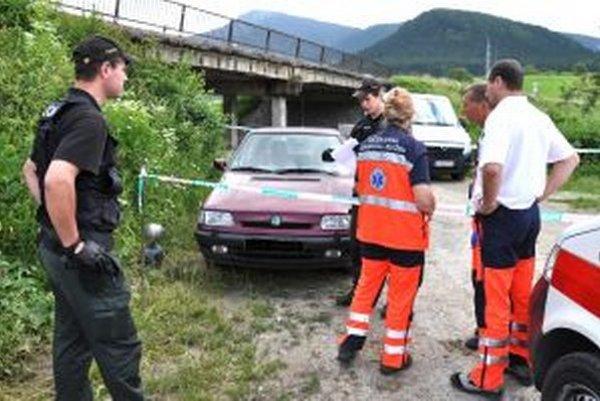 Záchranári už strážnikovi v aute nedokázali pomôcť.