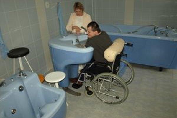 Rehabilitačnú miestnosť určenú na vodoliečbu môže domovu sociálnych služieb závidieť nejedno zariadenie.