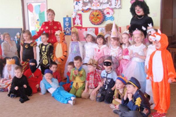 Námestovské deti na karnevale.