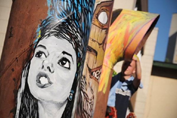 Vzhľad vekom poškodenej budovy pomôžu pretvoriť mladí umelci. Prvé dielo vytvoril Radim Neznámy.