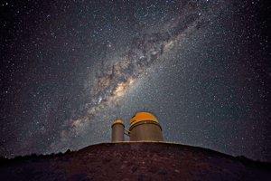 Galaxia alebo guľová hviezdokopa? Okolo Mliečnej cesty obieha zvláštny objekt, ktorý sa ťažko charakterizuje.