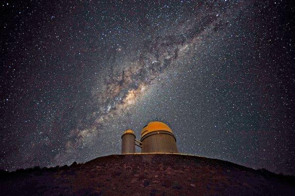 Mliečna cesta prešla zrejme dvoma vývojovými fázami s dlhým obdobím, keď hviezdy nevznikali.