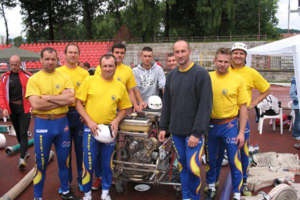 Na foto zľava: Martin Korbeľ, Vladimír Rýdzik, Marek Hlina, Marek Vrobel, Žilinčania Tomáš Hodas a Peter Gálik, František Jantošík, Miloš Gonda, Miloš Pilár.
