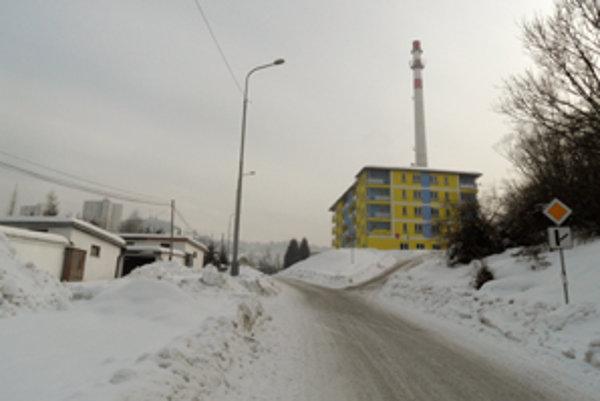 Na zbúranie komína na Brezovci úpenlivo čakajú najmä obyvatelia novej bytovky.
