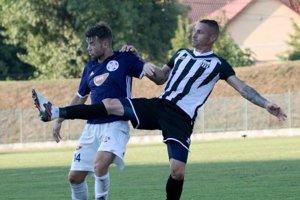 Kristóf Domonkos (14) strelil vDubnici druhý gól svojho celku.