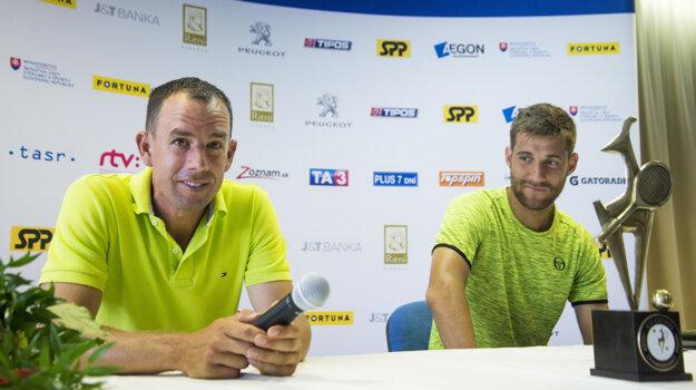 Sprava tenista Martin Kližan a Dominik Hrbatý.