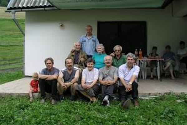 Vincent, Viktor, Vladimír, Venanc Vojtech a Vratislav so svojimi rodičmi a sestrou Marínou.
