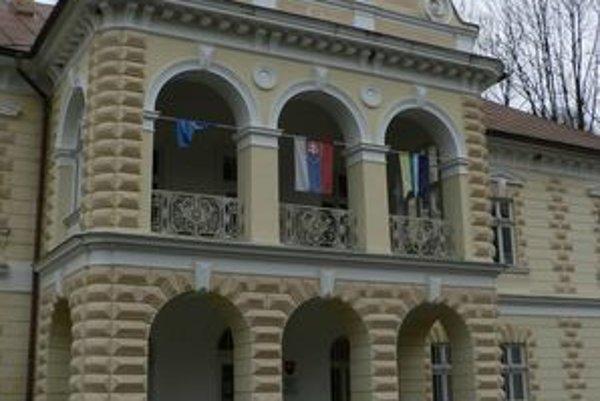 Úrad by mala od nového roka viesť zástupkyňa starostu Zuzana Beranová. Jaroslav Figuli sa svojej funkcie vzdal.