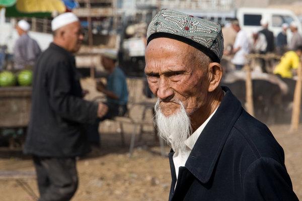 Zakazujú im mená aj fúzy. Čína dáva milióny moslimov do táborov
