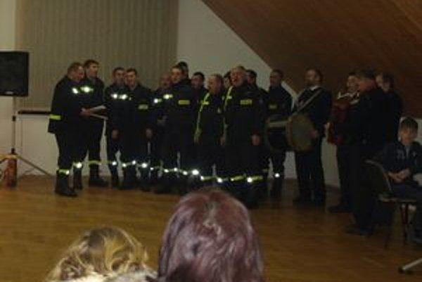 Do Hladovky prišli koledovať tri družstvá Stražy požarnej z poľských Ratiechowic.