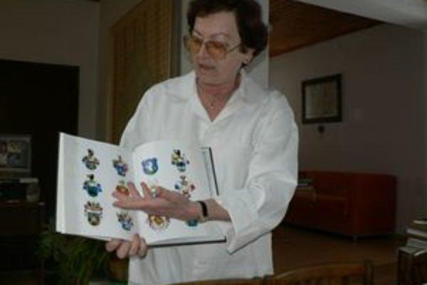 """Riaditeľka dolnokubínskeho archívu Soňa Maťugová je presvedčená, že heraldici môžu v hľadaní erbových listín na Orave uspieť. """"Máme spracované všetky šľachtické rody, ktoré na Orave žili. Bolo ich veľa,"""" argumentuje na podporu svojho presvedčenia."""