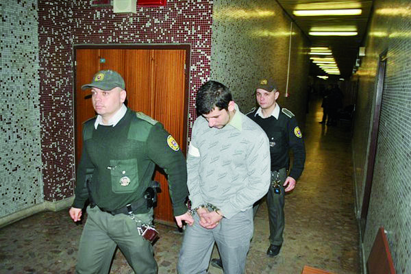 Norbert s eskortou ešte v čase, keď nebol právoplatne odsúdený.