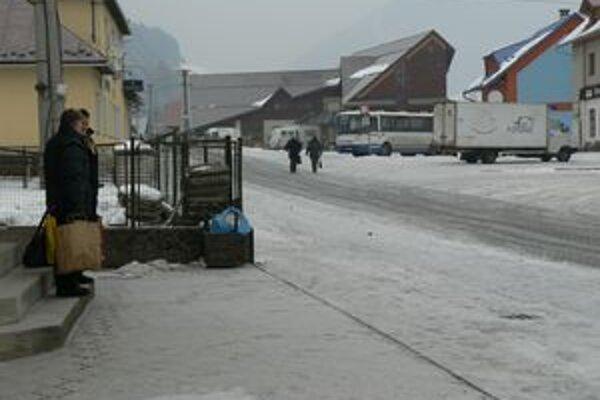 Domácnosti v centre Zázrivej a v miestnej časti Plešivá sa napoja na kanalizačné potrubie. Ostatné doliny budú naďalej využívať žumpy a domové čistiarne odpadových vôd.