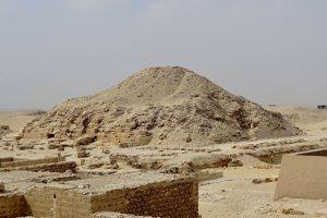 Venisova pyramída v Sakkáre.