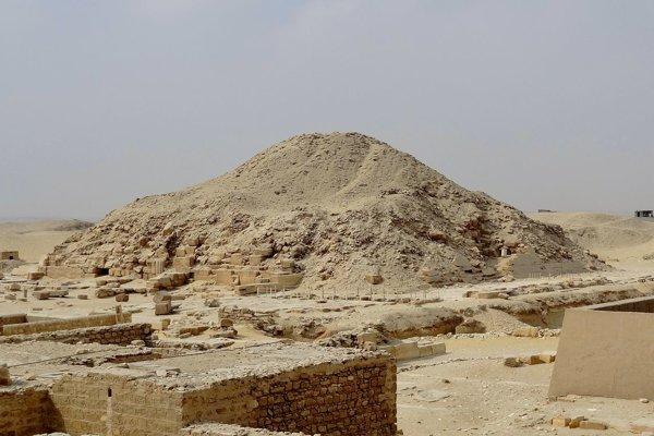 Nádoby so zostatkami najstaršieho syru našli v hrobke pri Venisovej pyramíde v Sakkáre.