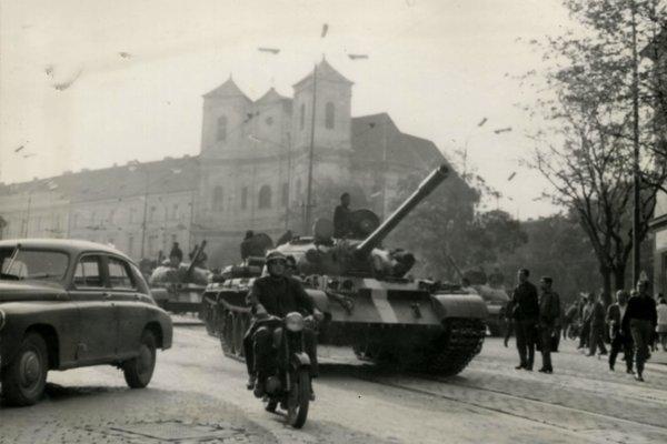 Sovietske tanky v Bratislave.