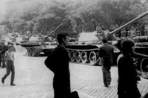 Tanky v uliciach Bratislavy.