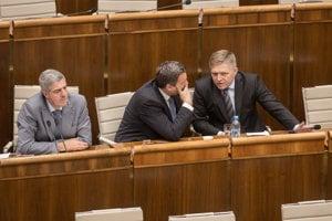 24. máj 2018. Bugár, Danko a Fico počas rokovania 32. schôdze Národnej rady SR, kde rokovali o návrhu skupiny poslancov na vyslovenie nedôvery podpredsedníčke vlády a ministerke pôdohospodárstva a rozvoja vidieka Gabriele Matečnej.