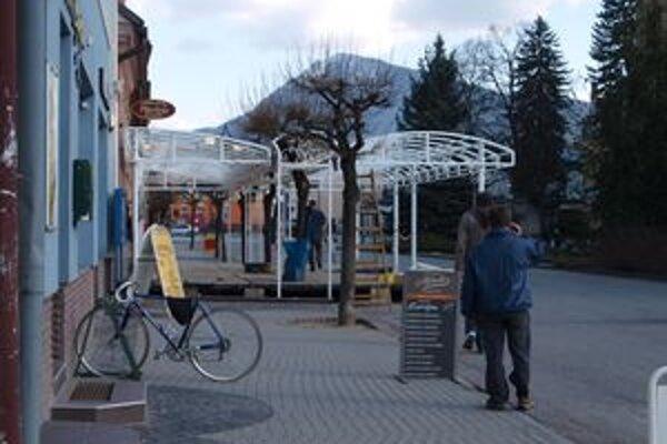 Toho roku si na Hviezdoslavovom námestí budete môcť vypiť kávu na štyroch terasách.
