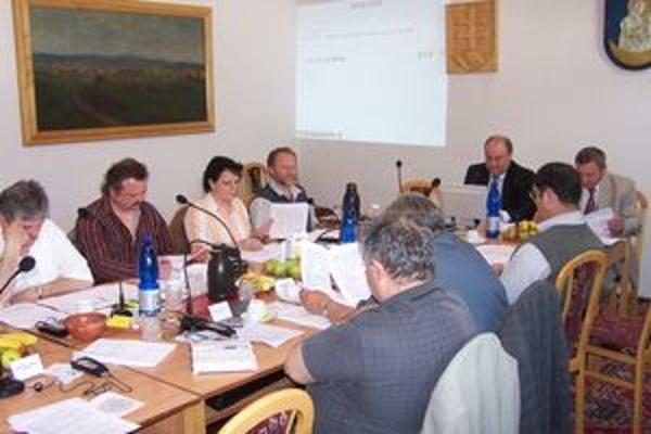 Zákon upravil od 1. apríla zásady odmeňovania poslancov.