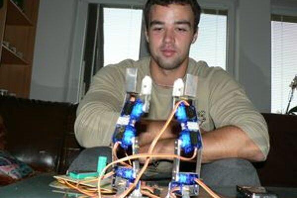 Michal Furinda. Roboty sa mu páčia odmalička, ako vysokoškolák ich začal aj zostrojovať.