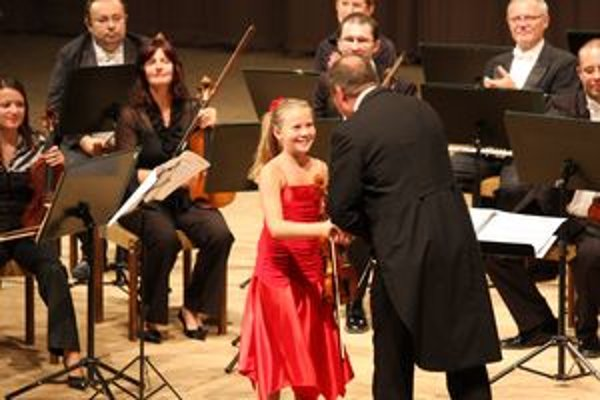 S orchestrom si zahrala aj dolnokubínska huslistka Zuzana Vajduláková.