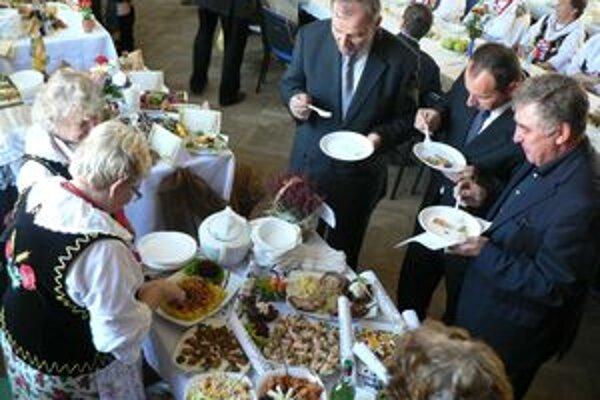Časť jedál z novej dvojjazyčnej kuchárskej knihy pripravili gazdinky z Oravy a Poľska.
